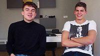 """Vlevo známý český youtuber Karel Kovář alias """"Kovy"""", vpravo Jan Mejdr, fotbalista Sokolova a také youtuber."""