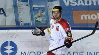 Pavel Skrbek z Olomouce oslavuje vítězný gól během utkání se Spartou.