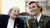 Olympijské vítězky v hodu oštěpem Dana Zátopková (vlevo) s Barborou Špotákovou si měly co vyprávět