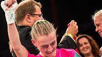Boxerka Fabiána Bytyqi zvítězila nad Denise Castleovou z Velké Británie v utkání o titul mistryně světa organizace WBC na Galavečeru profesionálního boxu Boxing Live pořádaného v Ústí nad Labem.