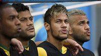 Zraněný Brazilec Neymar sledoval utkání o bronz přímo na lavičce.