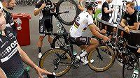 Saganovo zlaté kolo poutá v Australii pozornost.