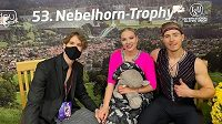 Natálie a Filip Taschlerovi se svým italským trenérem Matteem Zannim po olympijské kvalifikaci na Nebelhorn Trophy v Oberstdorfu.