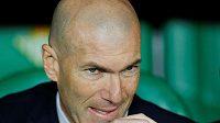 Trenér fotbalového Realu Madrid Zinedine Zidane má o čem přemýšlet.