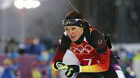 Německá biatlonistka Evi Sachenbacherová-Stehleová na trati závodu s hromadným startem.