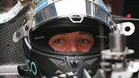 Nico Rosberg odstartuje se svým mercedesem v Soči z pole position.