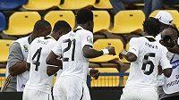 Fotbalisté Ghany oslavují tancem gól vstřelený Botswaně.