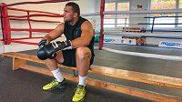 Boxer Tomáš Šálek trénuje, ale je na pozoru.