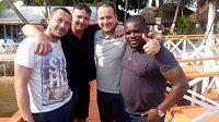 Zleva předseda Hlinska, trenér Hlinska a skaut společnosti IFM-M Daniel Sigan, manažer IFM-M Daniel Smejkal a organizátor turnaje výběru akademií v Pobřeží Slonoviny.