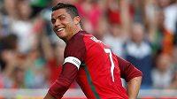 Nejbohatší jsme já! Kapitán Portugalců Cristiano Ronaldo má dost důvodů k úsměvu...