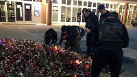Hokejisté Chomutova uctili oběti nedávného střeleckého útoku v Ostravě.