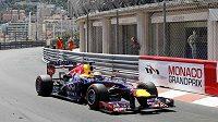 Němec Sebastian Vettel ze stáje Red Bull na trati v Monte Carlu.