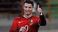 Gesto portugalského kanonýra Cristiana Ronalda v utkání proti Kamerunu.