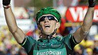 Pierre Rolland se raduje z vítězství v 11. etapě Tour de France.