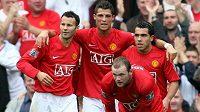 Útok, kterého se před šesti lety báli všichni soupeři Manchesteru United - zleva Ryan Giggs, Cristiano Ronaldo, Carlos Tévez a dole Wayne Rooney.