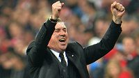 Trenér Realu Madrid Carlo Ancelotti se raduje po vítězství 4:0 v Allians Areně.