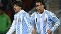 Fanoušci Argentiny chtějí, aby na letošním světovém šampionátu znovu hrála útočná dvojice Lionel Messi a Carlos Tévez (vpravo).