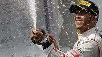 Lewis Hamilton se raduje z triumfu na Velké ceně Maďarska