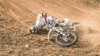 Freestyle motokrosař Libor Podmol se ukázal na závodní akci ROCK'N'RIDE, ale po jednom z triků upadl.