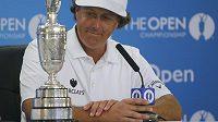 Phil Mickelson s trofejí pro vítěze The Open.