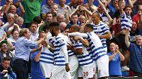 Trenér Queens Park Rangers Harry Redknapp (vlevo) se raduje se svými svěřenci z branky.