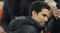 Nová posila Interu Hernanes v neděli poprvé usedl na lavičku milánského celku a přihlížel prohře 1:3 s Juventusem.