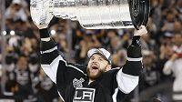 Marián Gáborík se raduje s vytouženým Stanley Cupem pro vítěze play off NHL.