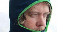Mikina Icebreaker Compass byla testována i ve sněhu a mrazu. Detail hlavy.