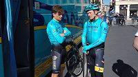Bývalý kazašský cyklista Alexandr Vinokurov (vpravo) má vážný problém (archivní foto).