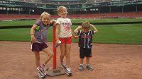 Grace Pingová na atletickém ovále vyrostla. (uprostřed, spolu se sourozenci, 2011)