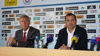 Jozef Chovanec (vlevo) a Dušan Tittel na tiskové konferenci Slovanu Bratislava.