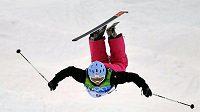 Česká akrobatická lyžařka Nikola Sudová během kvalifikace olympijského závodu