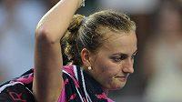 Zklamaná česká tenistka Petra Kvitová po porážce s Luksikou Kumkhumovou z Thajska.