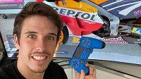 Španělský mistr světa Moto2 Álex Márquez ovládl virtuální závod silničních motocyklů.