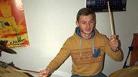 Sparťanský obránce Jakub Brabec si umí se škopky poradit...
