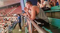 Judista Lukáš Krpálek povzbuzuje své parťáky při mistrovství světa.