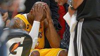 Kobeho Bryanta z LA Lakers čeká po operaci Achillovy šlachy dlouhá pauza.