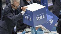 Sčítání hlasů při volbě prezidenta FIFA.