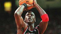 Legendární Michael Jordan na archivním snímku z roku 1997.