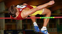 Adam Sebastian Helcelet při výšce na halovém mistrovství republiky ve vícebojích.