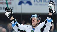 Mladoboleslavský hokejový útočník Tomáš Urban má důvod k radosti - příští týden se dočká premiérového startu v seniorském národním týmu.