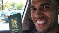 Basketbalista Blake Schilb už má v ruce český pas.