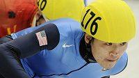 Americký rychlobruslař na krátké dráze Simon Cho.