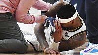 Torrey Craig utrpěl během zápasu Denver - Portland ošklivě vypadající zranění.