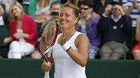 Je dobojováno. Barbora Záhlavová-Strýcová je po výhře nad Caroline Wozniackou ve čtvrtfinále Wimbledonu.