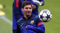 Lionel Messi se na tréninku v Mnichově usmíval a večer by neměl chybět v základní sestavě Barcelony.