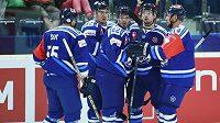 Liberečtí hokejisté se radují z druhého gólu proti Nitře, který vstřelil Branko Radivojevič (druhý zleva).