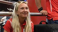 Běžkyně Eva Vrabcová Nývltová čeká v nádražní hale před odjezdem druhé části české atletické reprezentace na mistrovství Evropy do Berlína
