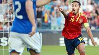 Španělský fotbalista Thiago Alcántara slaví svůj gól ve finále ME hráčů do 21 let proti Itálii.