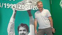 Bývalý vynikající záložník Werderu Brémy s českými kořeny Mirko Votava pózuje v útrobách Weser Stadionu.
